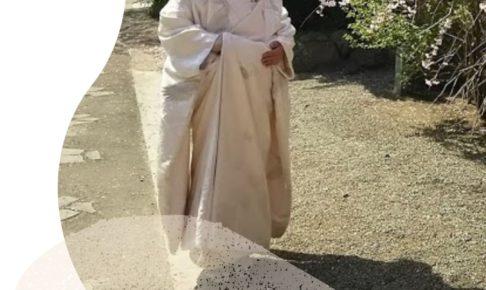 花嫁着付け補正_タオルを使っています。